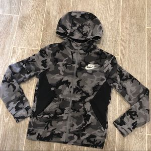 Nike Camo Jacket Juniors Size Medium Thumbholes